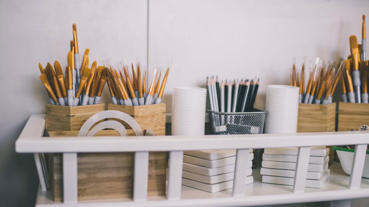 Pinsel und Stempel für's Keramik anmalen